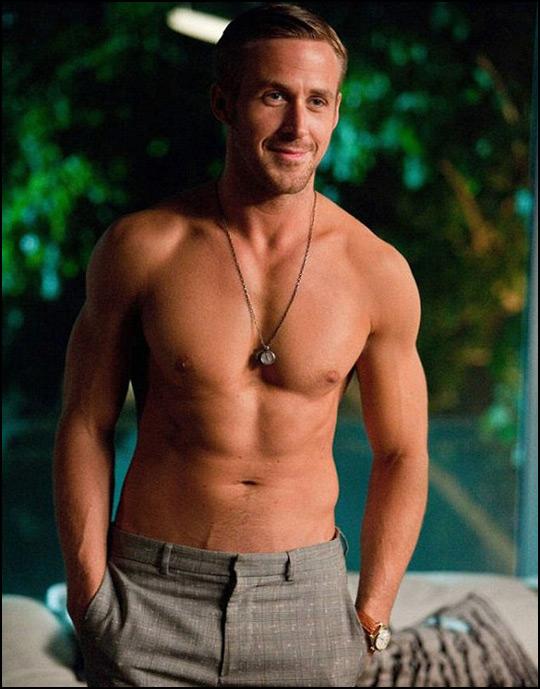 ryan gosling torse nu, la classe même sans chemise