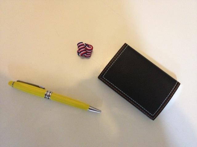 Boutons de manchette tricolore Un stylo designer par DandyBox Un porte cartes en cuir