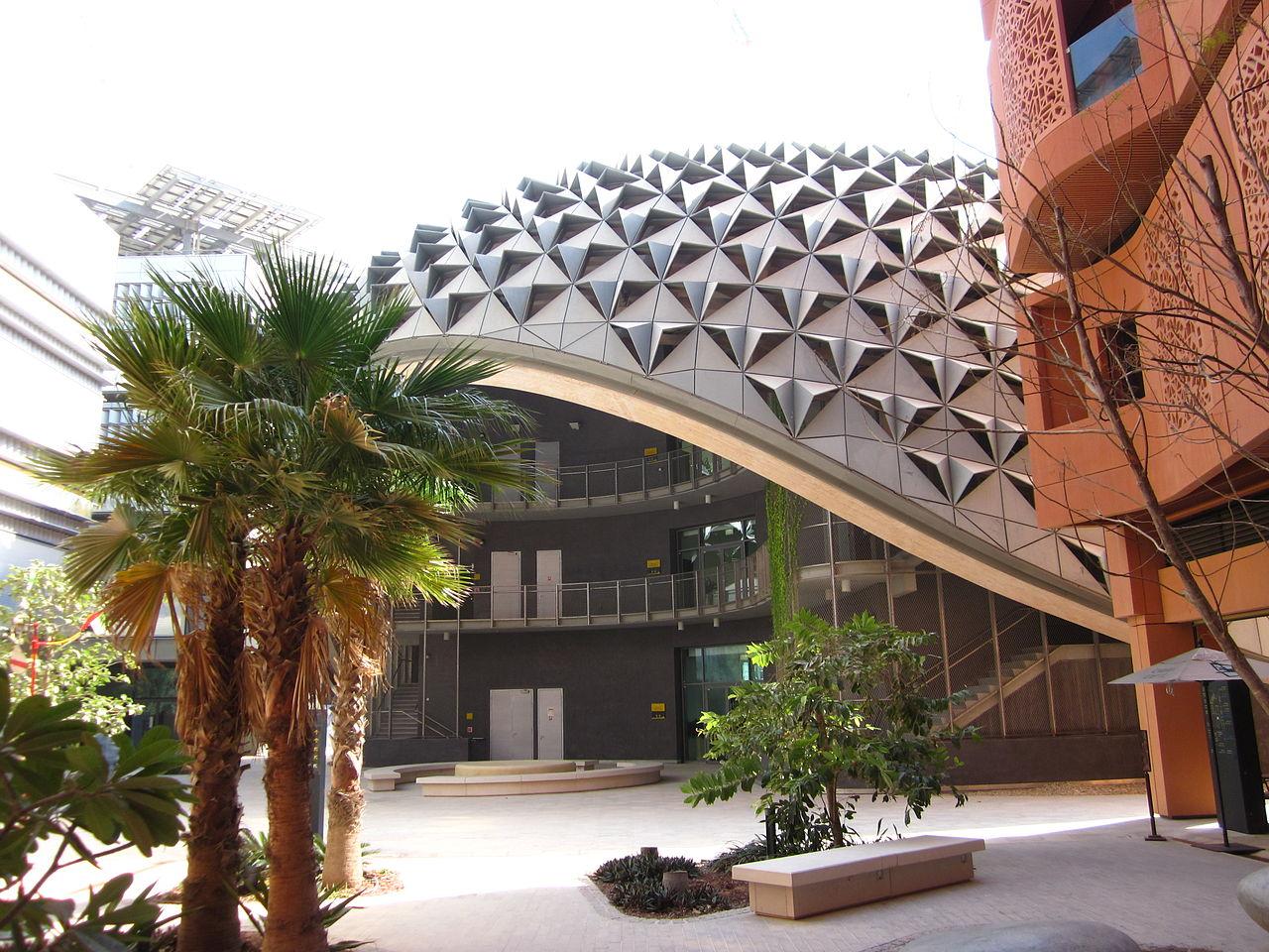 1280px-Masdar_city_(4)