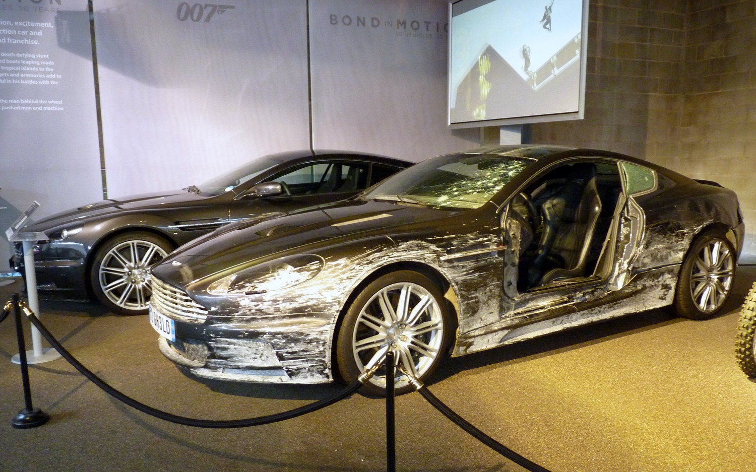 james-bond-aston-martin-dbs-crashed