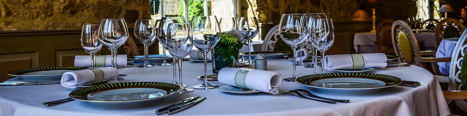 dressage-table-restaurant2-lesud