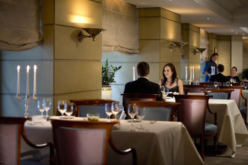 munich-restaurant-marks-couple-1