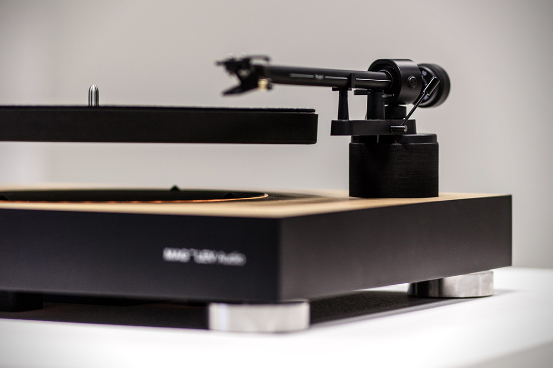 mag-lev-audio-levitating-turntable-3