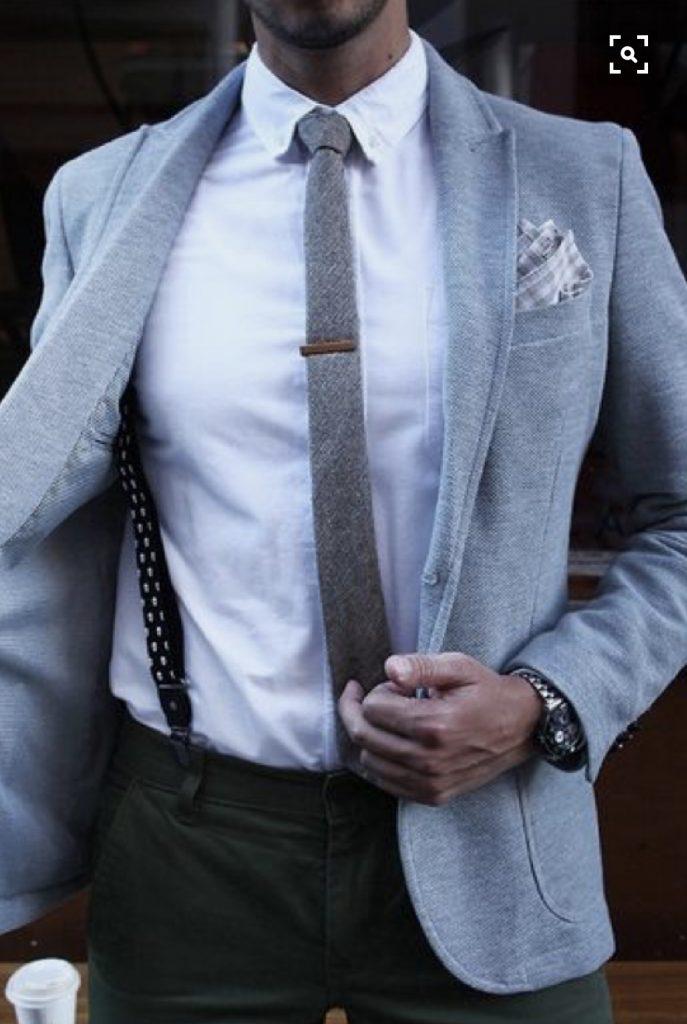 costume et pince à cravate